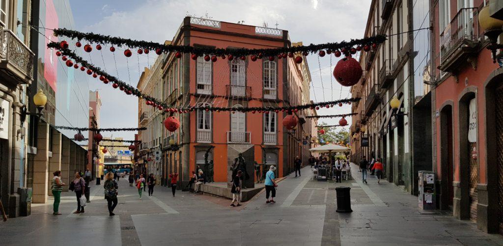 Links liegt die Calle Triana, rechts die Calle San Pedro