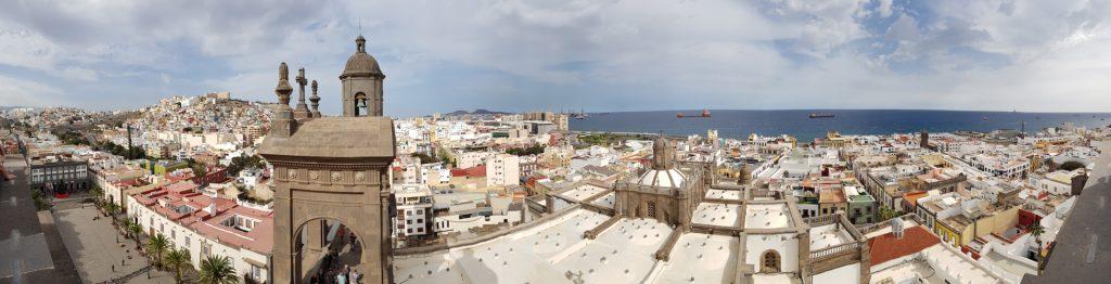 Panorama vom Turm der Kathedrale Santa Ana aus aufgenommen.