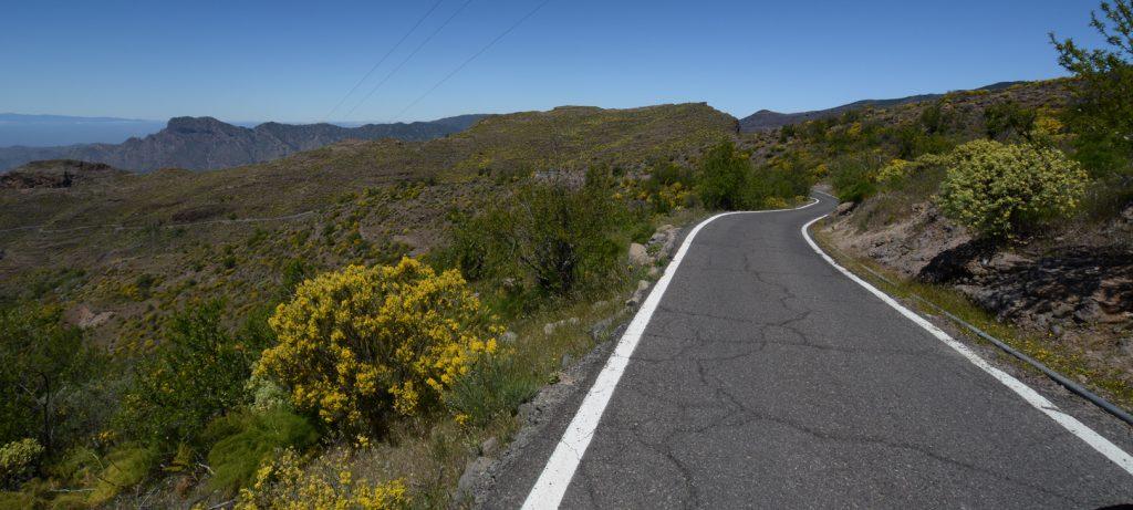 Die schmale GC 606 entlang des Barranco del Carrizal.